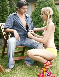 Lucky guy fucking teen bitch in the garden