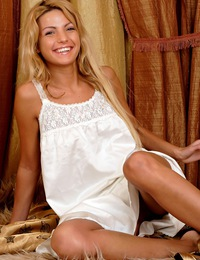 Attractive teenage blonde showing her perfect naked body